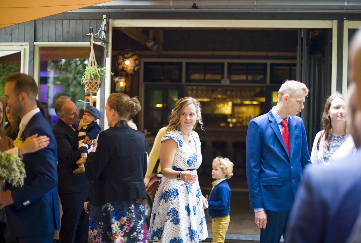 Bruidsfotografie bruiloft gasten trouwlocatie Dutch Amersfoort