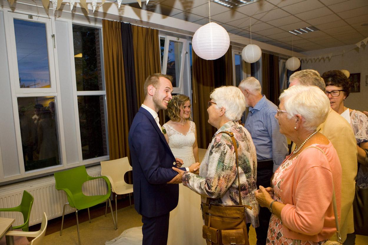 Bruidsfotografie bruiloft felicitaties bruidspaar Gereformeerde Kerk Amersfoort