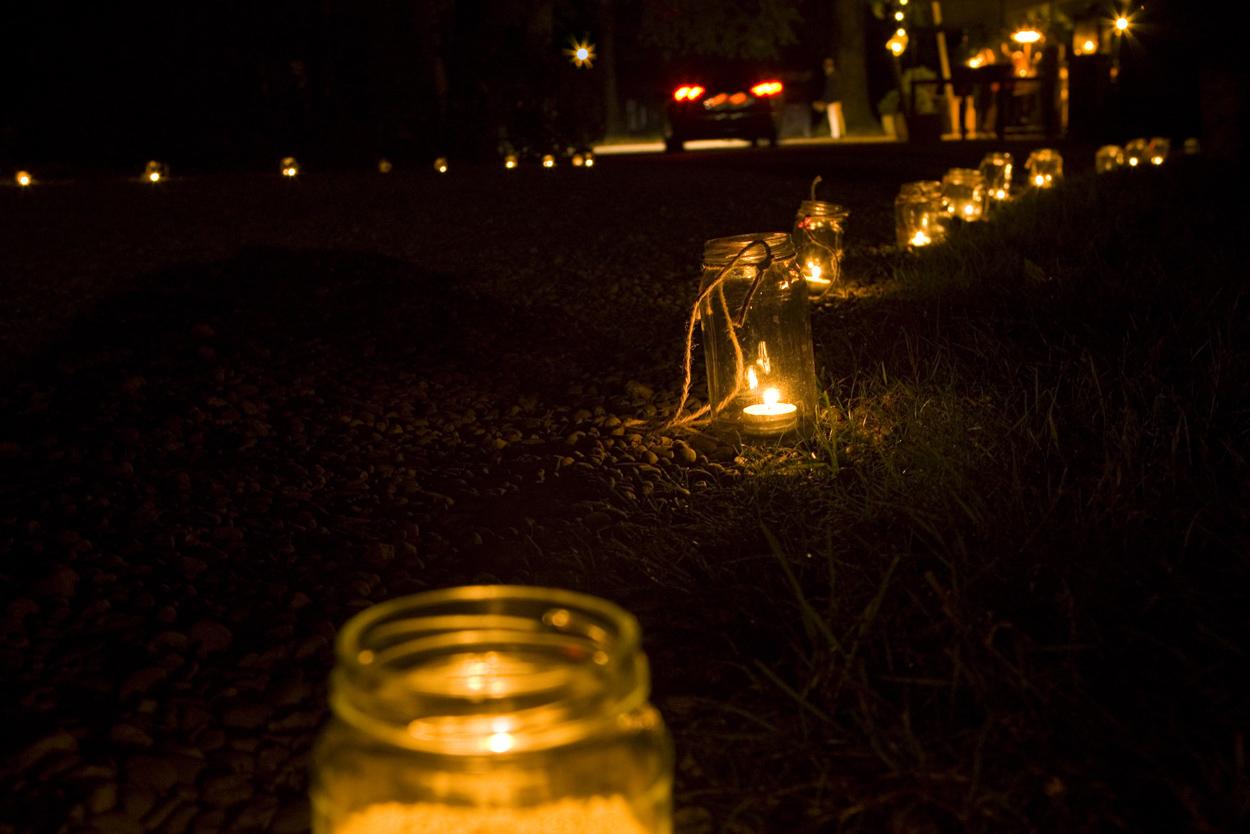 Bruidsfotografie bruiloft lichtjes kaarsjes verlicht pad Dutch Amersfoort