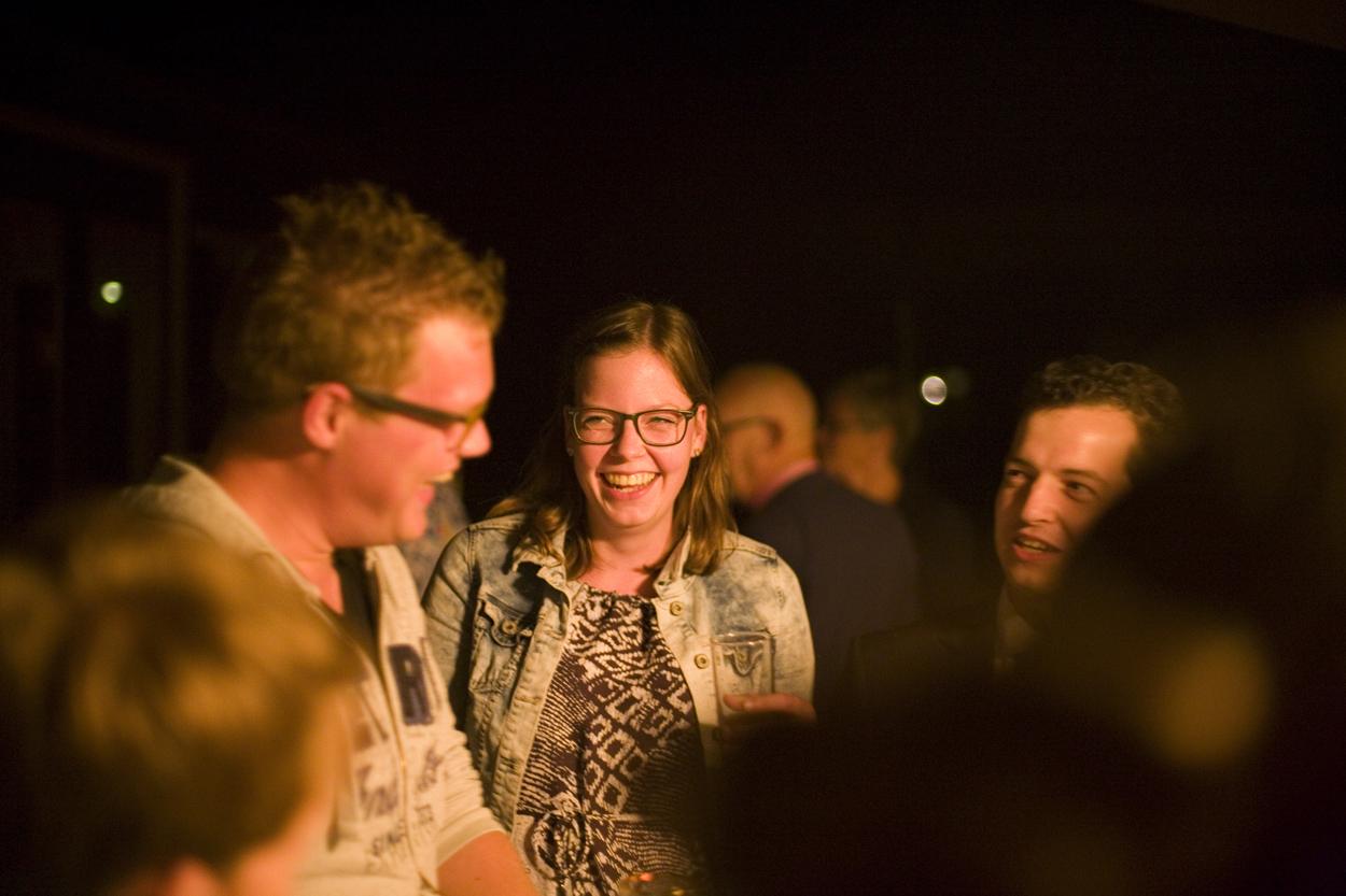 Bruidsfotografie bruiloft plezier gasten trouwfeest Dutch Amersfoort