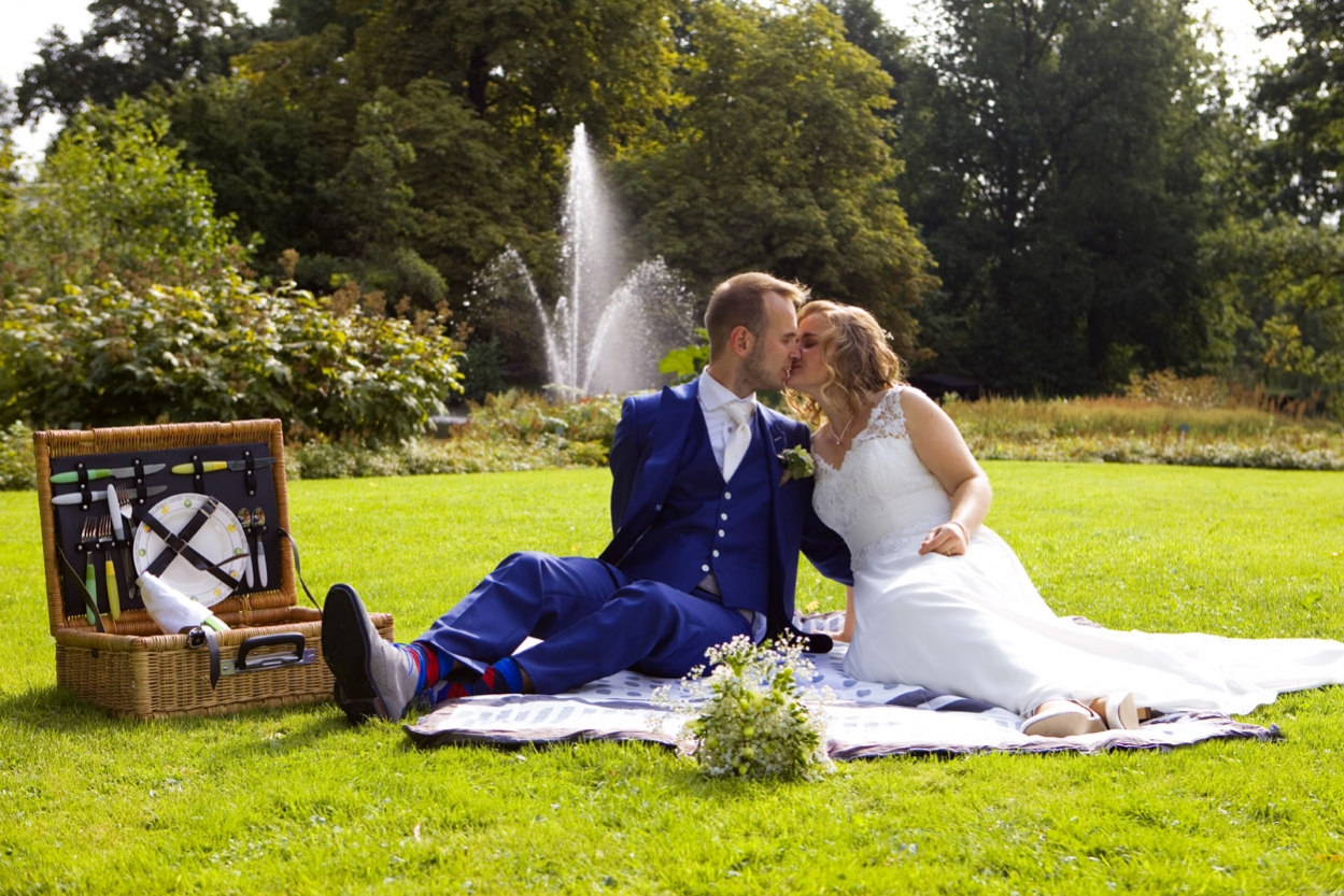 Bruidsfotografie bruiloft trouwreportage picknick Botanische Tuinen Utrecht