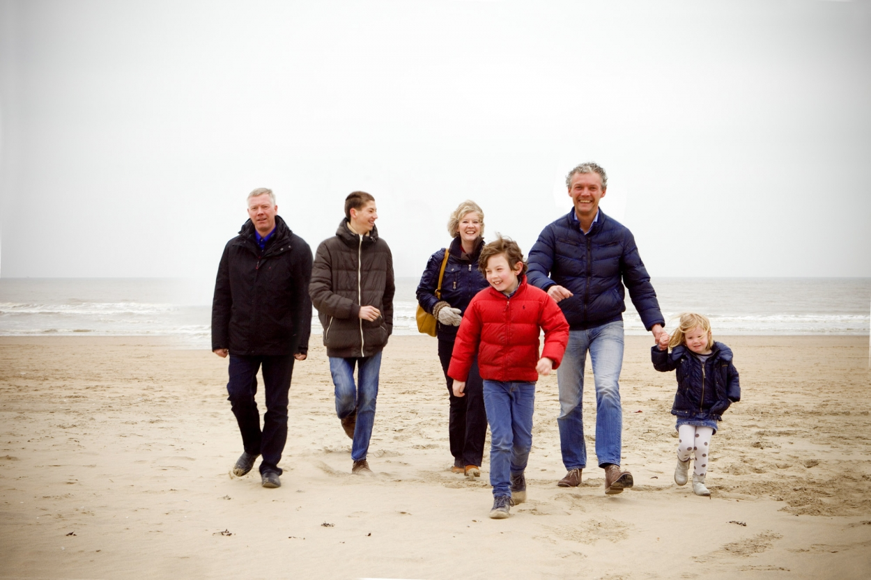 Foto gezinsportret familieportret op strand Scheveningen Den Haag