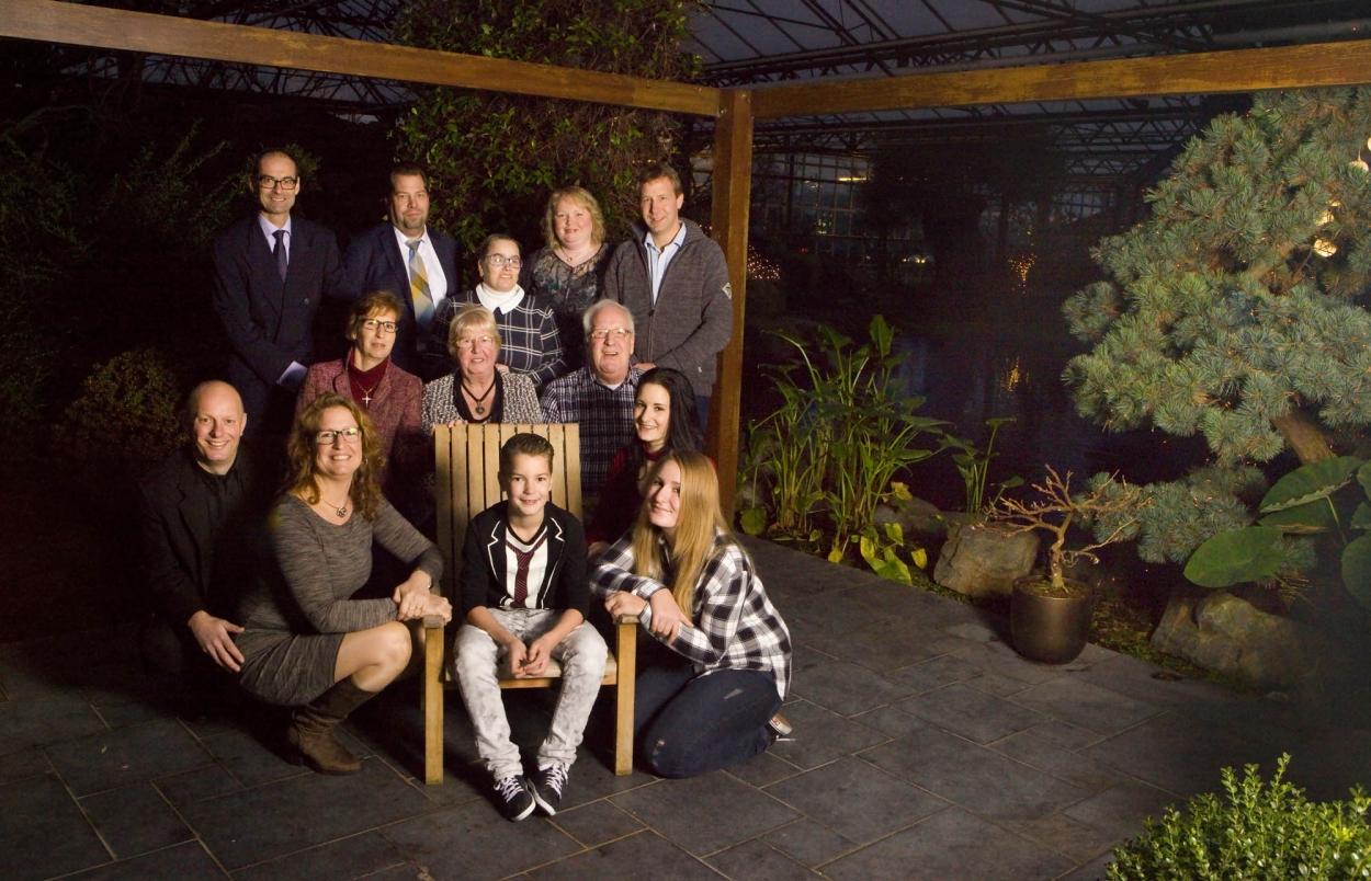 Foto gezinsportret familieportret binnen in De Watertuin Naaldwijk Westland