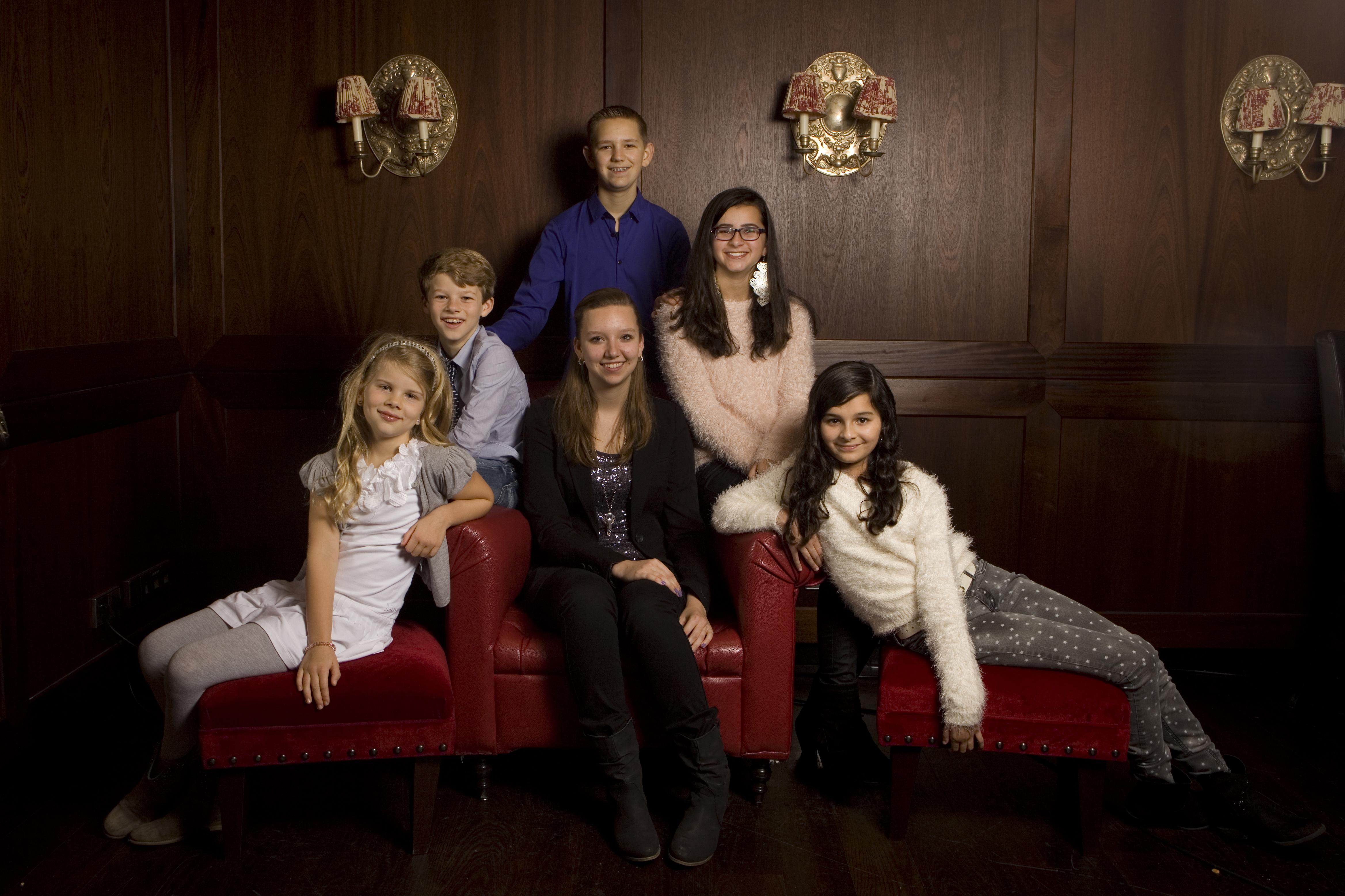 Familieportret kinderen fotografie binnen Van der Valk Nootdorp Den Haag