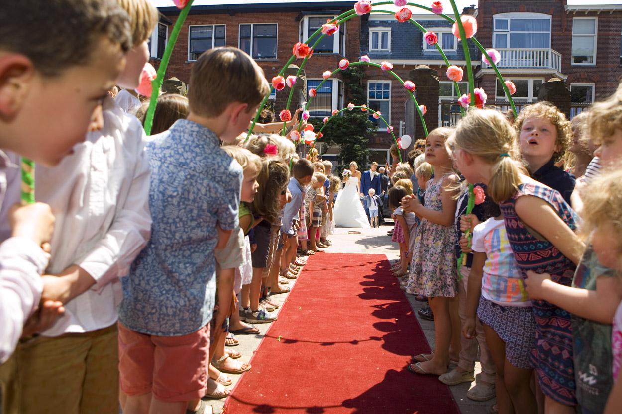 Bruidsfotografie Den Haag bruiloft erehaag kinderen basisschool Galvanischool Den Haag