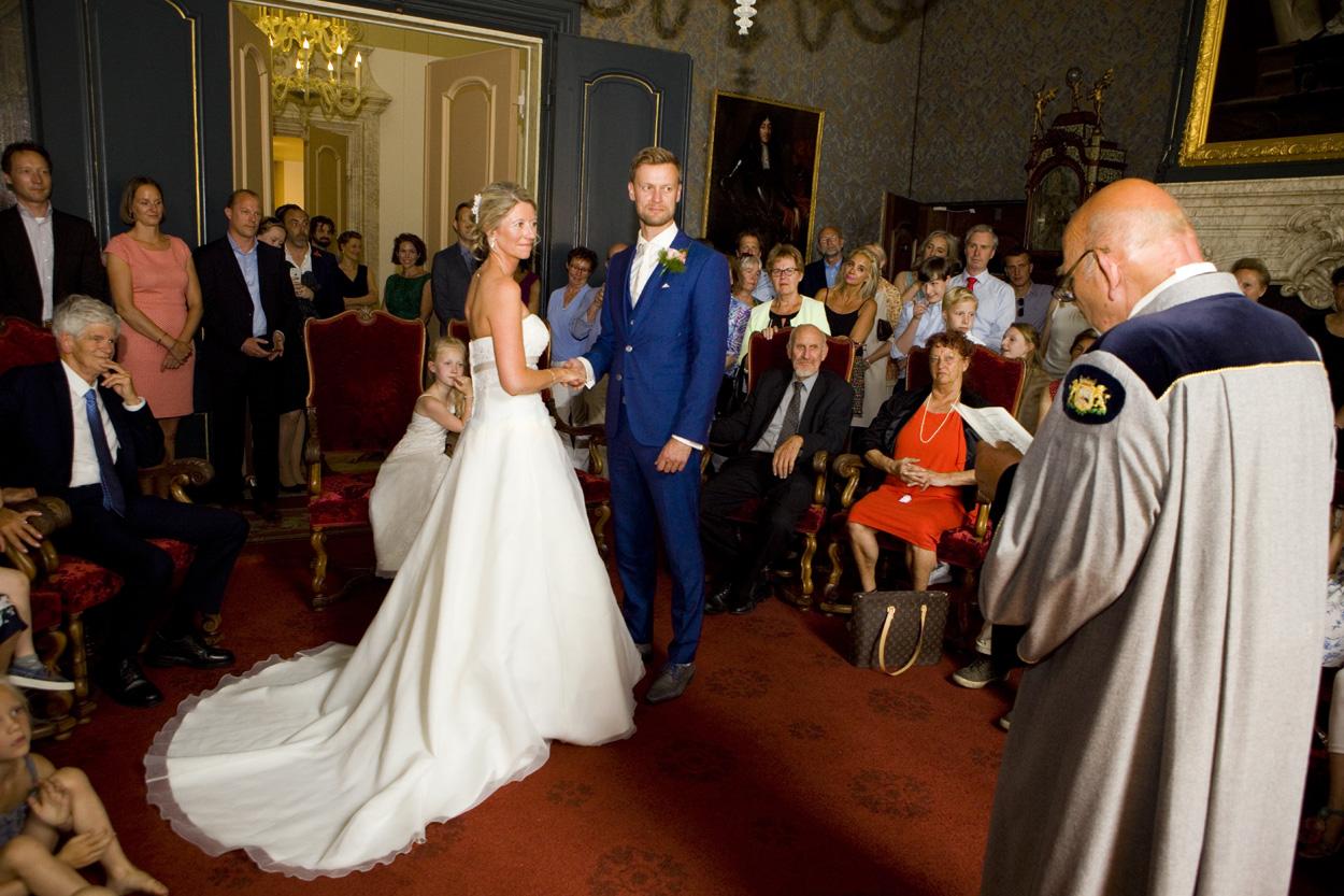 Bruidsfotografie bruiloft bruidspaar ceremonie jawoord Oude Stadhuis Den Haag