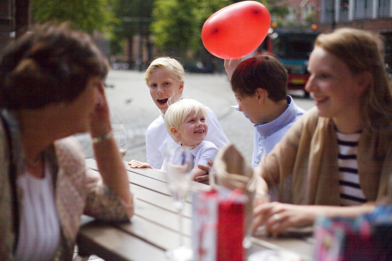 Bruidsfotografie bruiloft kinderen Beergarden Den Haag