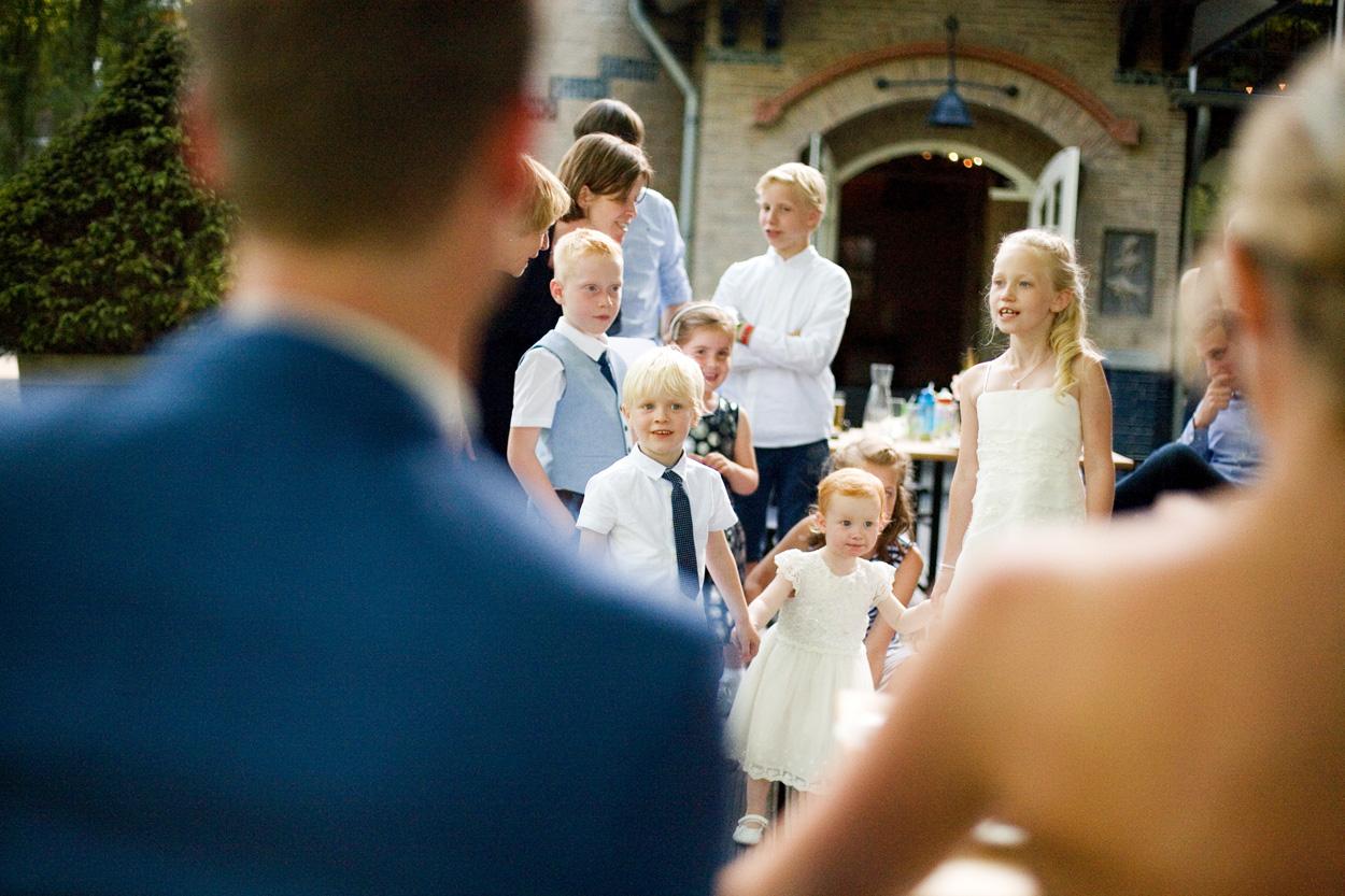 Bruidsfotografie bruiloft kinderen zingen De Lindenhof Delft