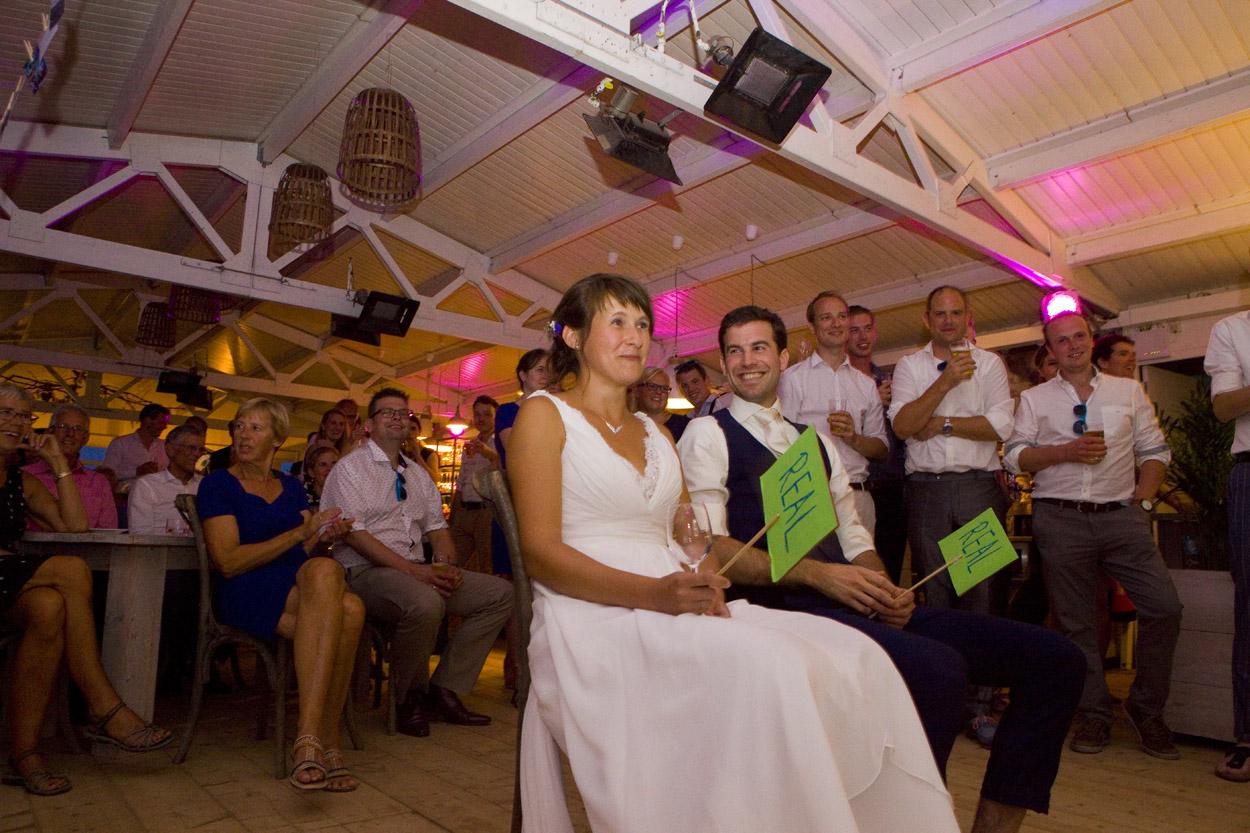 Spontane trouwfoto's bruidsfotografie bruiloft trouwfeest quiz bruidspaar speeches Willie Zuid Katwijk aan Zee