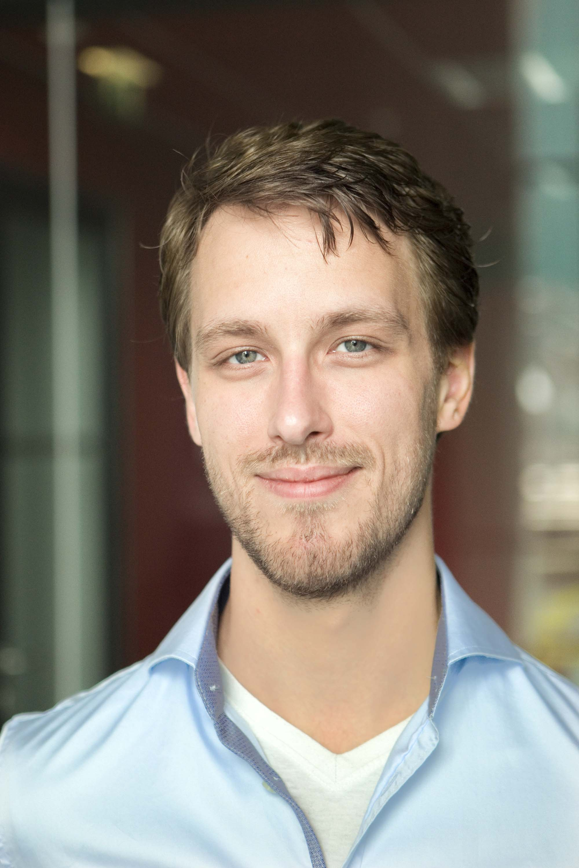 Profielfoto headshot man casual zakelijke fotografie LinkedIn cv fotografie Den Haag