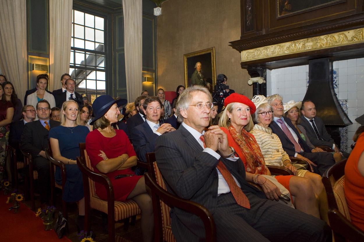 Bruidsfotografie bruiloft ceremonie gasten Kasteel De Wittenburg Wassenaar