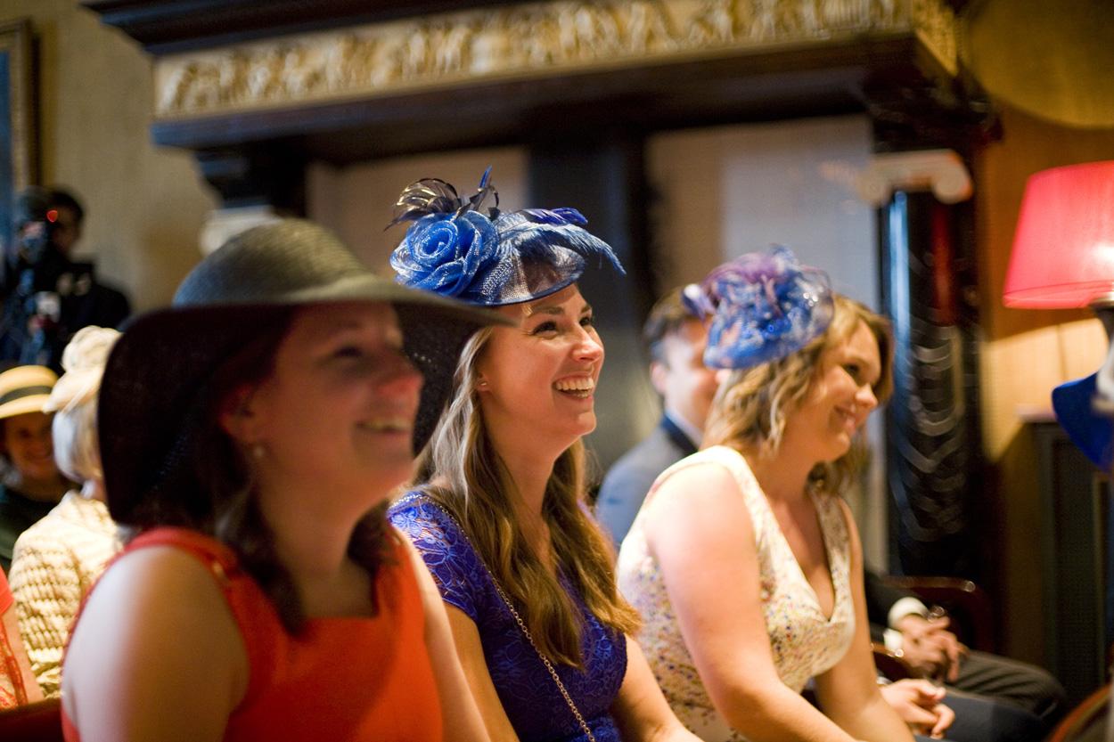 Bruidsfotografie bruiloft gasten ceremonie Kasteel De Wittenburg Wassenaar