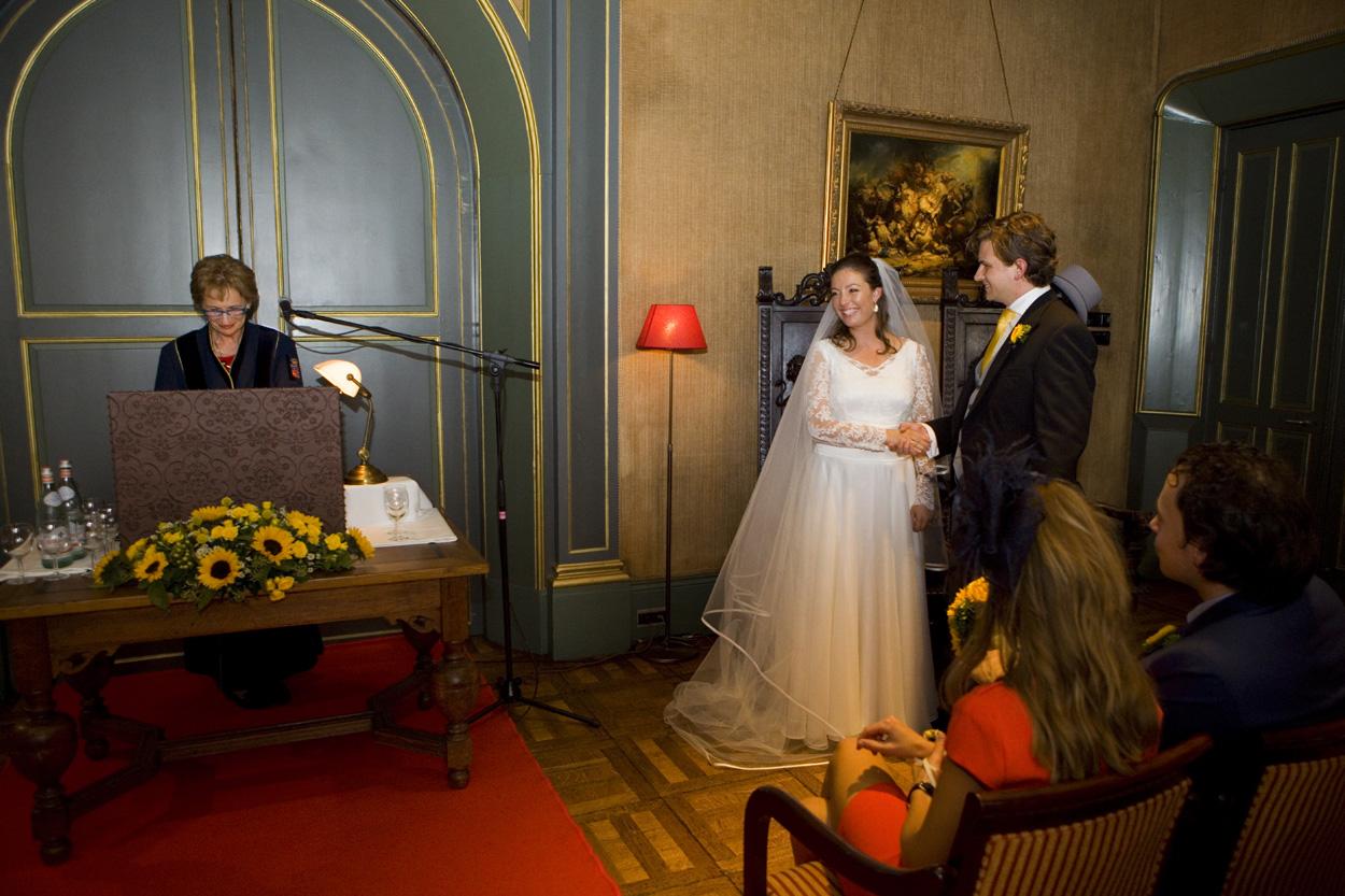 Bruidsfotografie bruiloft jawoord trouwplechtigheid ceremonie bruidspaar Kasteel De Wittenburg Wassenaar