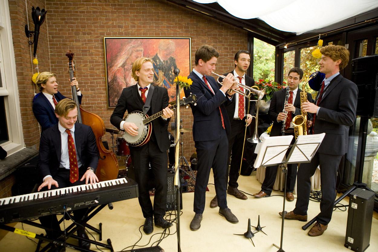 Bruidsfotografie bruiloft trouwfeest studentenband brassband Dixieland Kasteel De Wittenburg Wassenaar