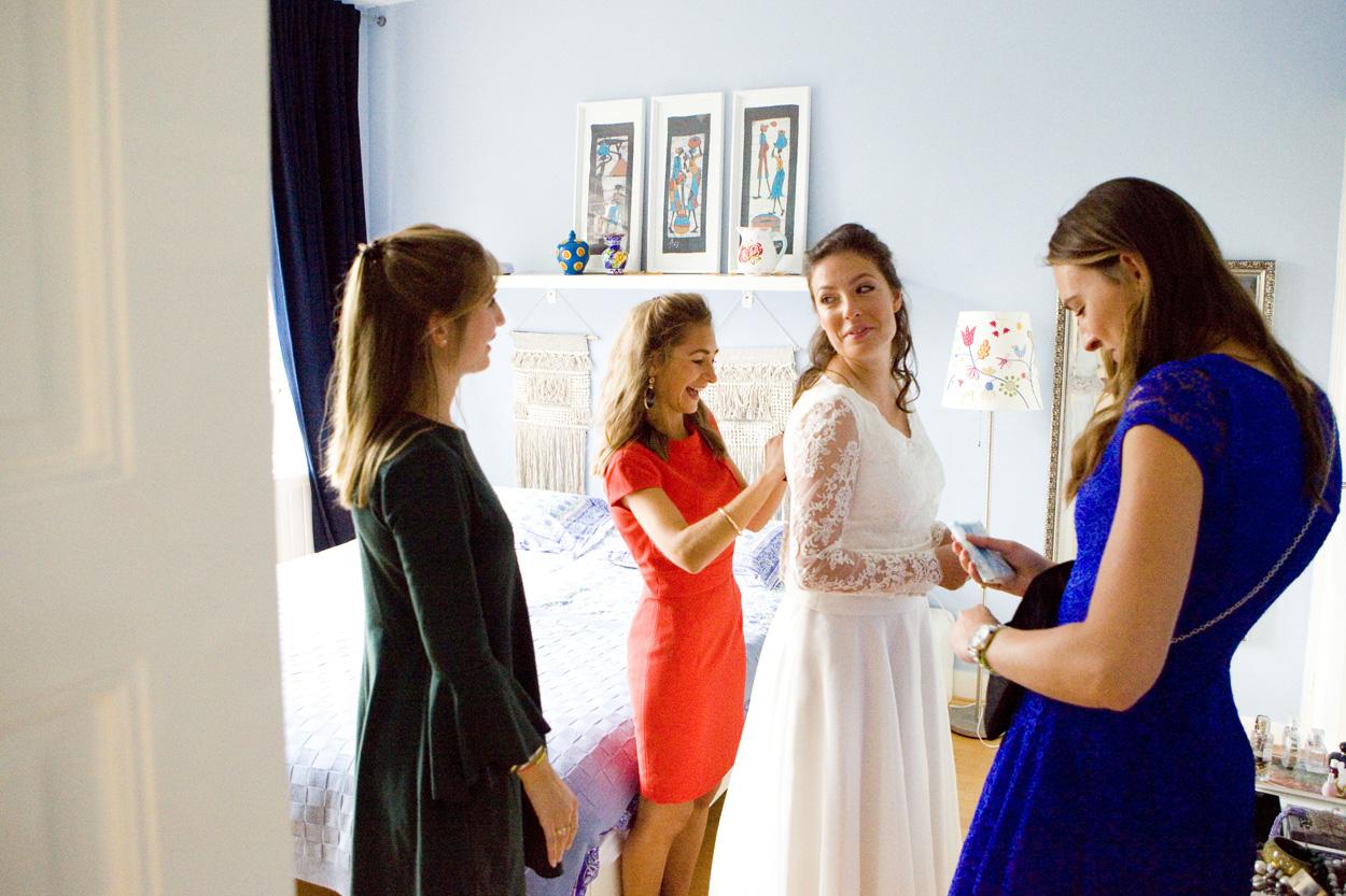 Bruidsfotografie bruiloft voorbereidingen bruid ouderlijk huis Den Haag