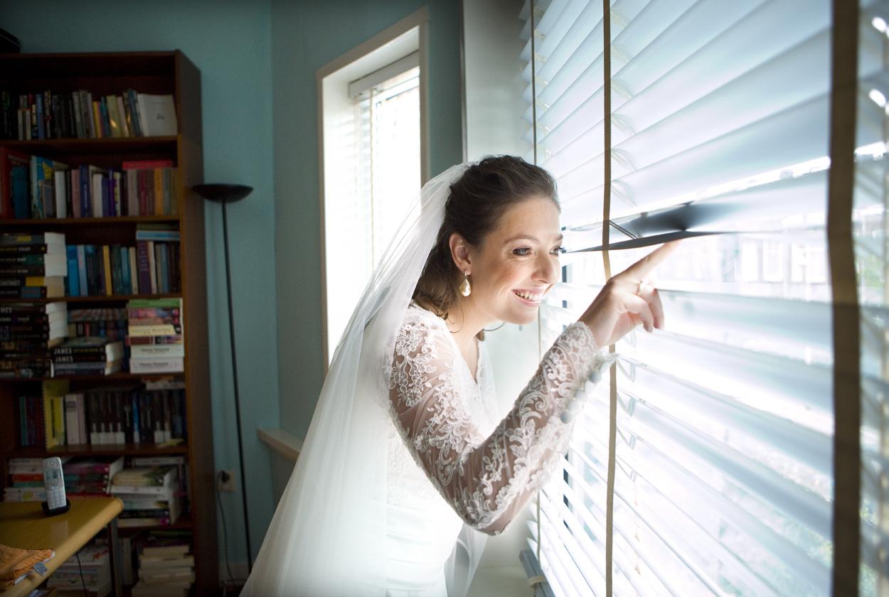 Bruidsfotografie bruiloft voorbereidingen bruid luxaflex Den Haag