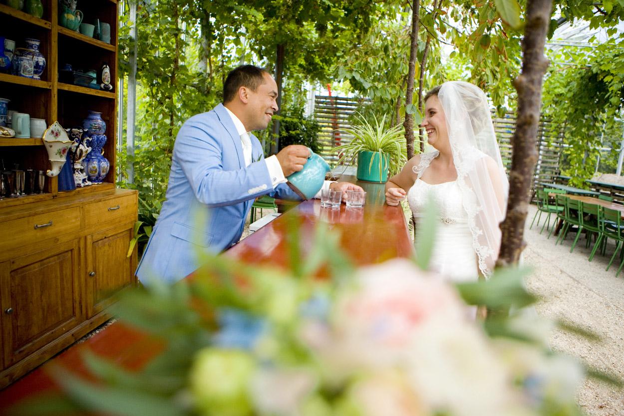 Bruidsfotografie bruiloft trouwreportage bloemen kas Noordwijk Buiten spontane trouwreportage Noordwijkerhout