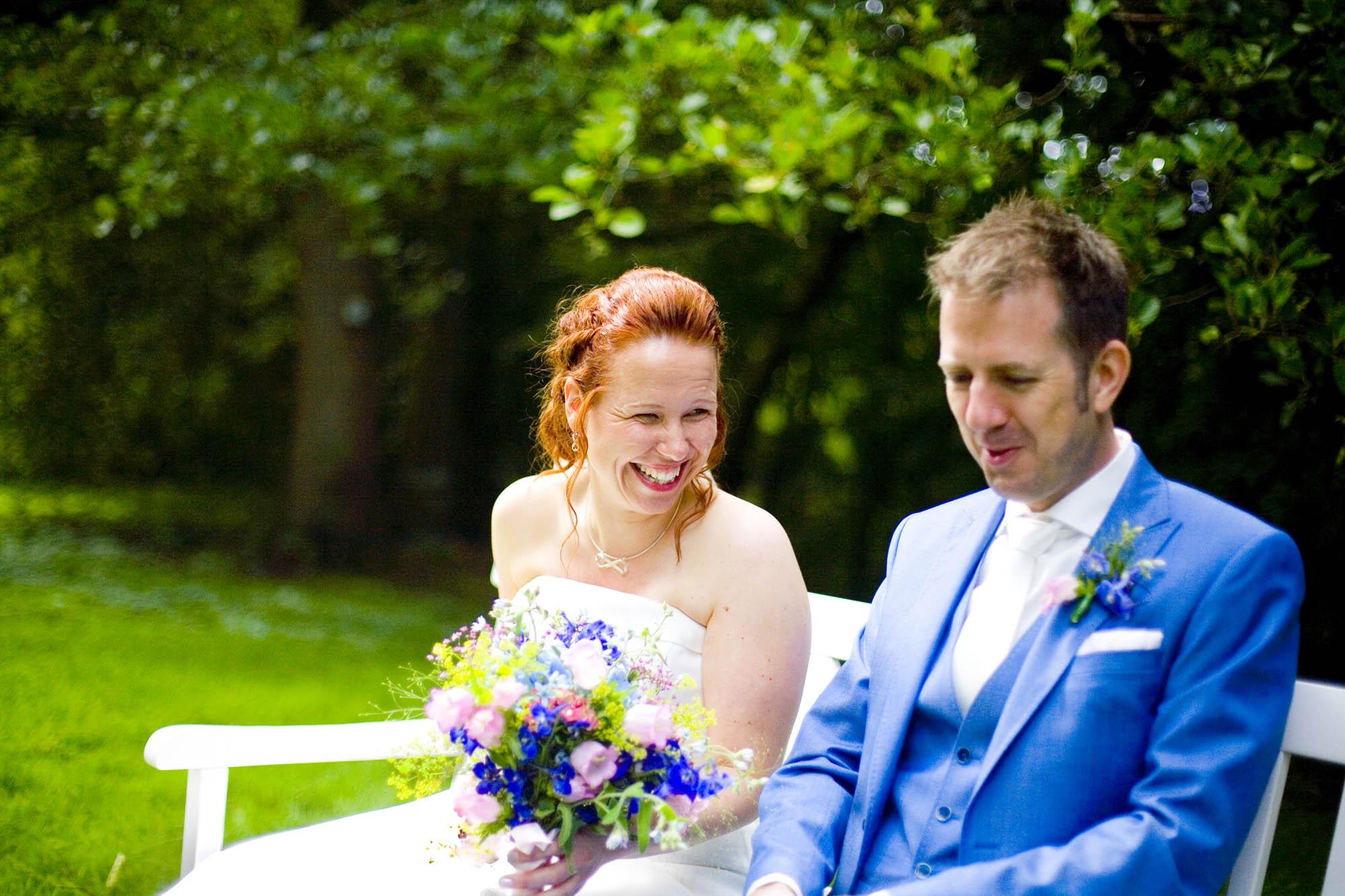 Bruidsfotografie bruiloft bruidspaar ceremonie buiten Hertenhorst Delft