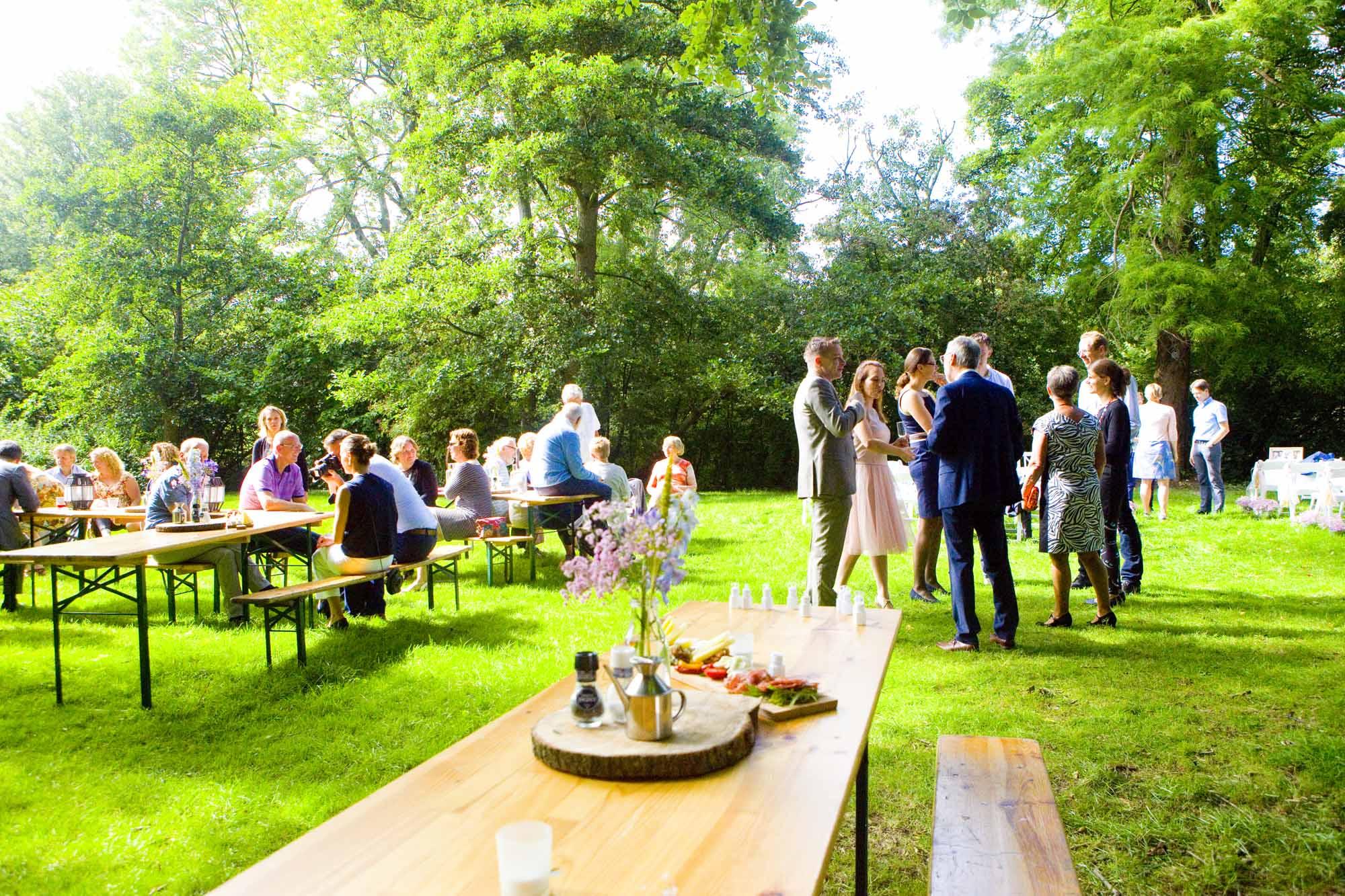 Bruidsfotografie bruiloft receptie buiten Hertenhorst Delft