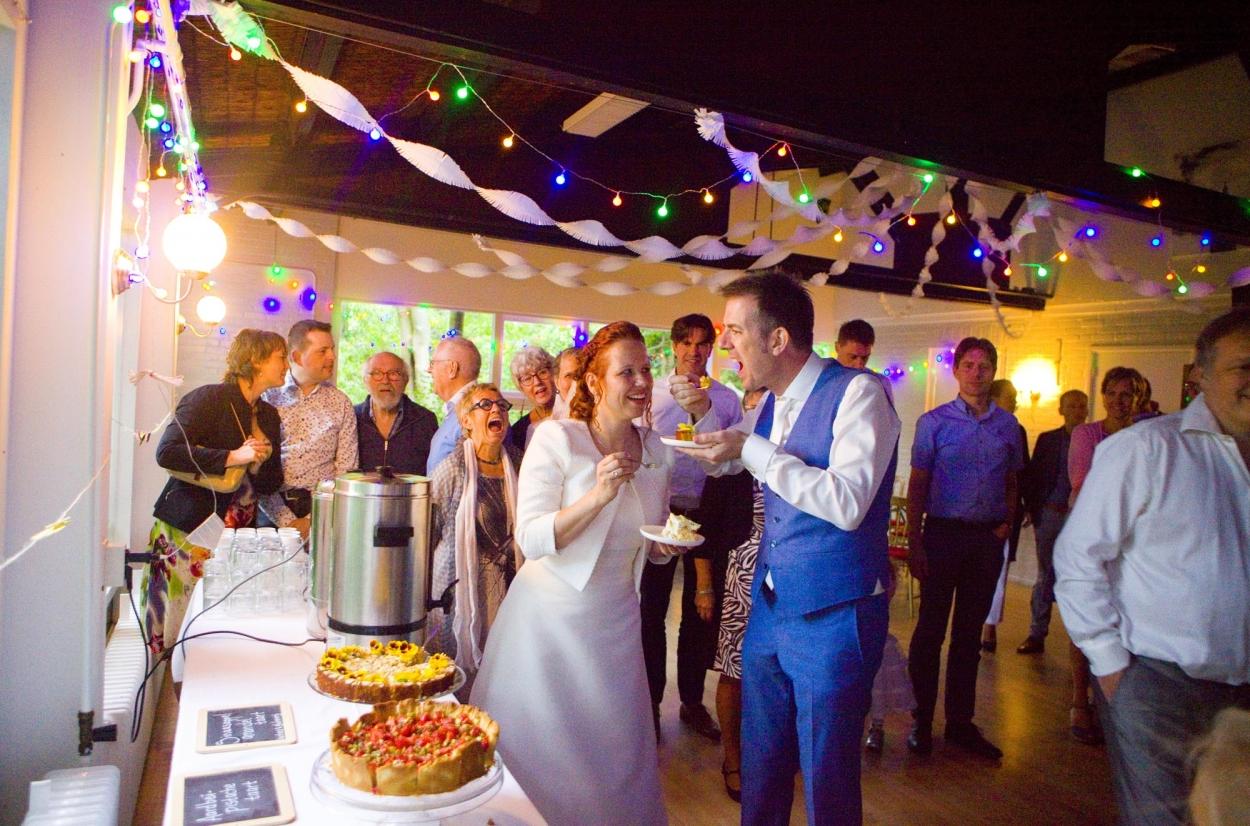 Bruidsfotografie sfeervol bruiloft decoraties trouwfeest bruidstaart Hertenhorst Delft