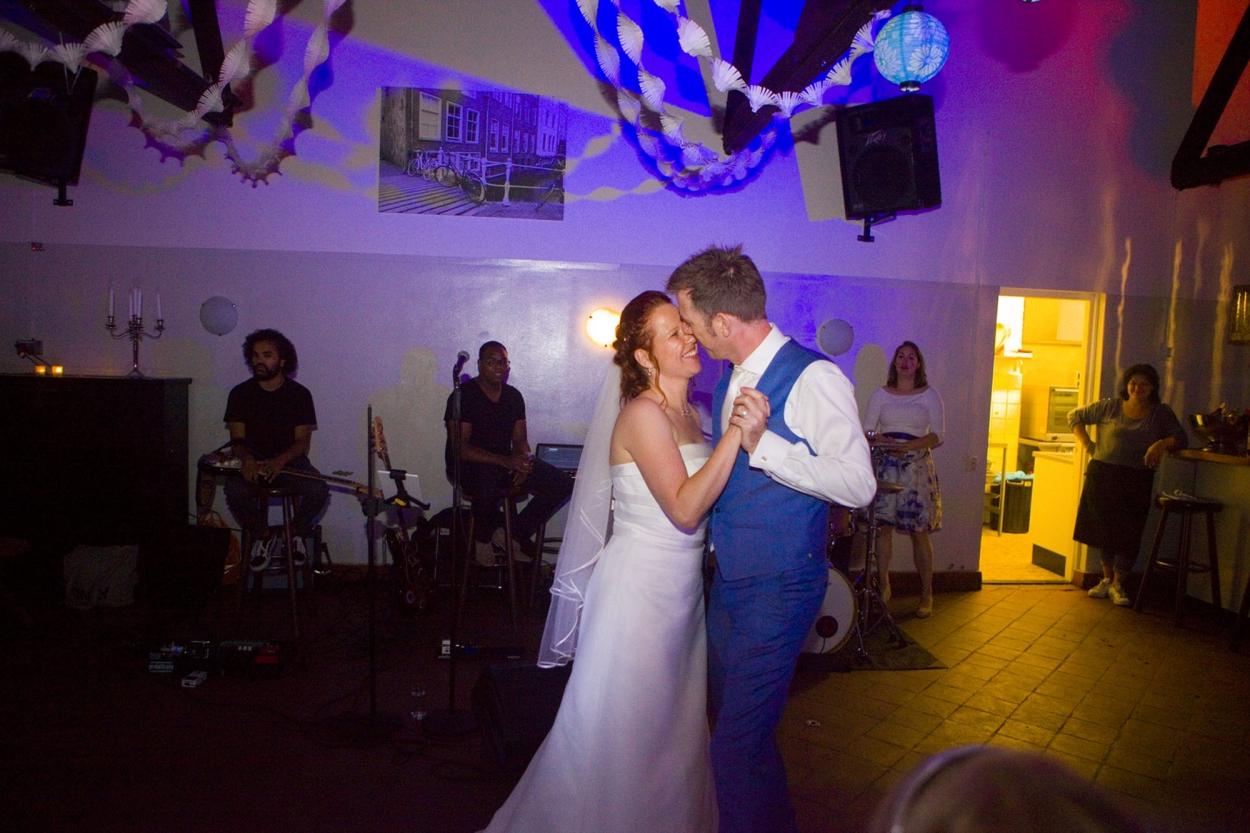 Bruidsfotografie bruiloft eerste dans Hertenhorst Delft