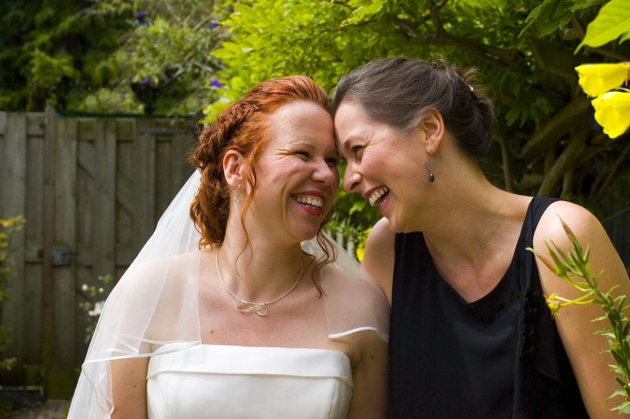 Bruidsfotografie bruiloft bruid met ceremoniemeester