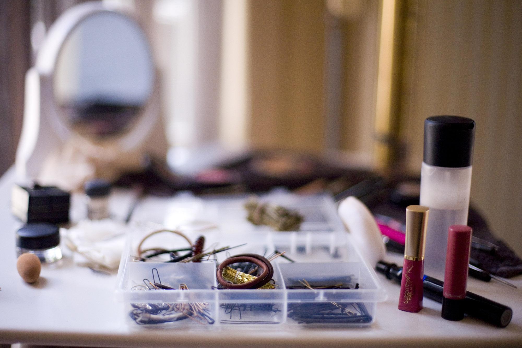 Bruidsfotografie bruiloft voorbereiding make-up artist visagiste ouderlijk huis Amsterdam