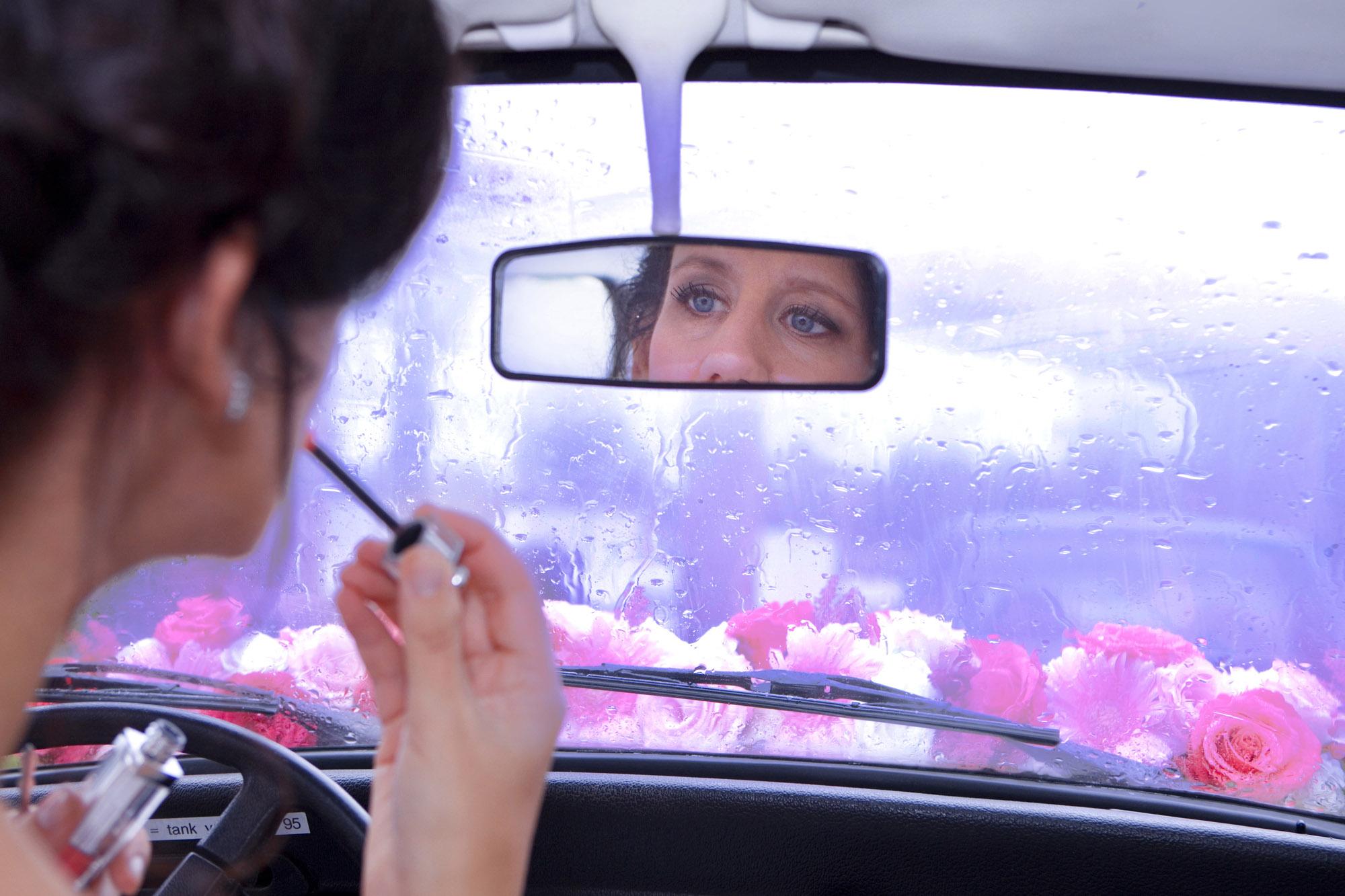 bruiloft Kuyls Fundatie Rotterdam bruid make-up spiegel regen