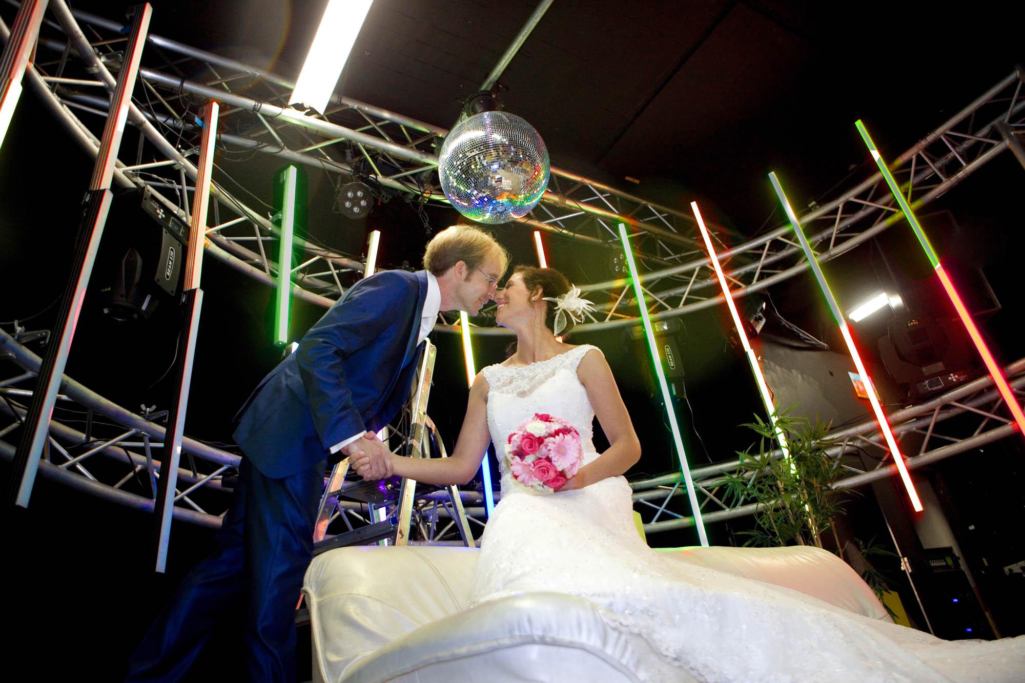 Bruidsfotografie bruiloft Kuyl's Fundatie Rotterdam bruidspaar trouwreportage disco