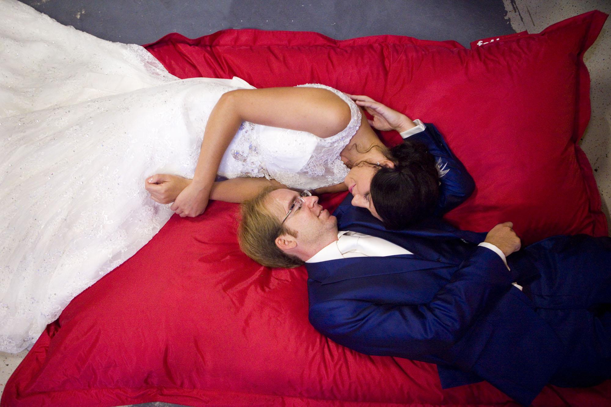 Bruidsfotografie bruiloft Kuyl's Fundatie Rotterdam bruidspaar Fatboy