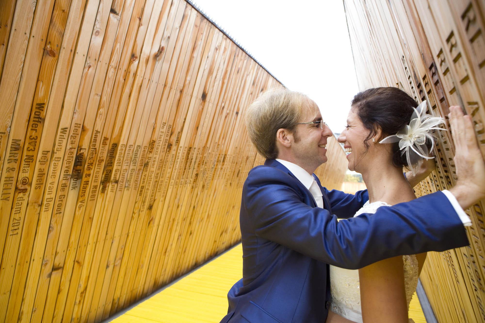 BBruidsfotografie bruiloft Kuyl's Fundatie Rotterdam trouwreportage Luchtsingel gele brug Rotterdam