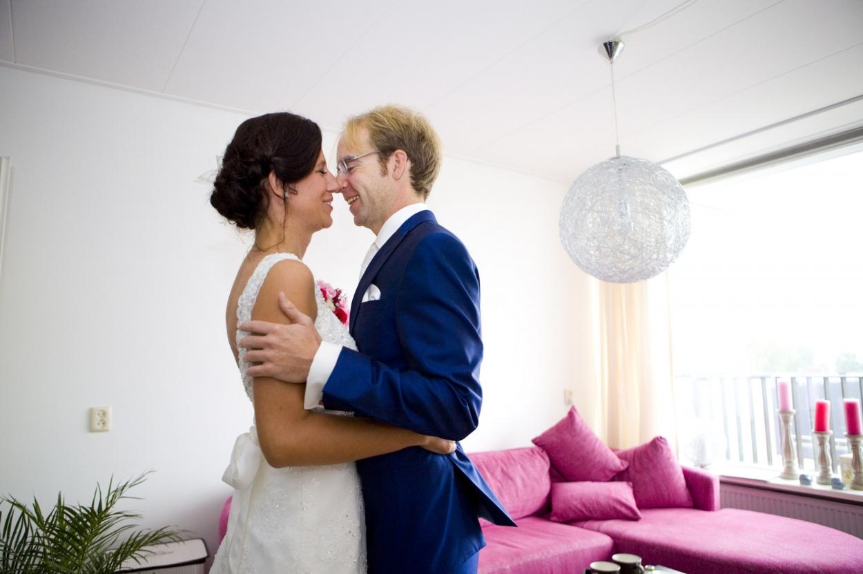 Bruidsfotografie bruiloft Kuyls Fundatie Rotterdam bruidspaar first look
