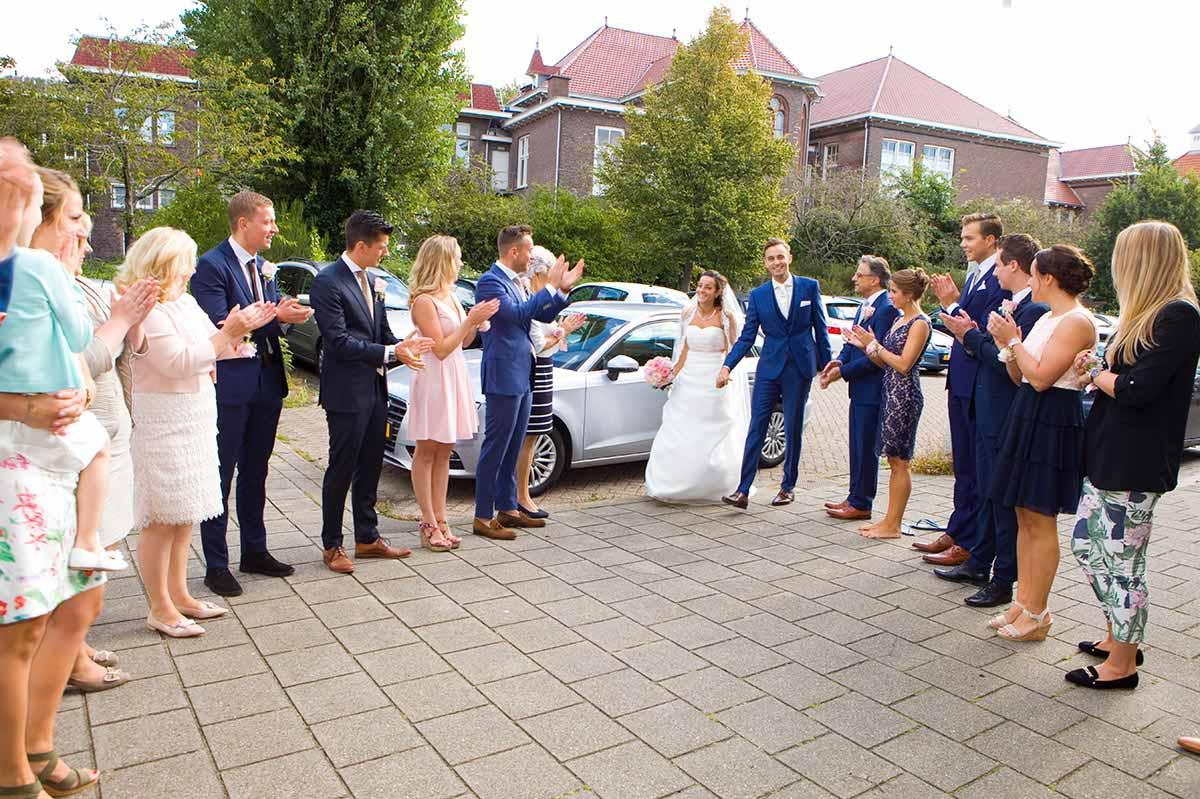 Aankomst bruidspaar bruiloft Raadhuis Leidschendam en Witte Paard Nootdorp