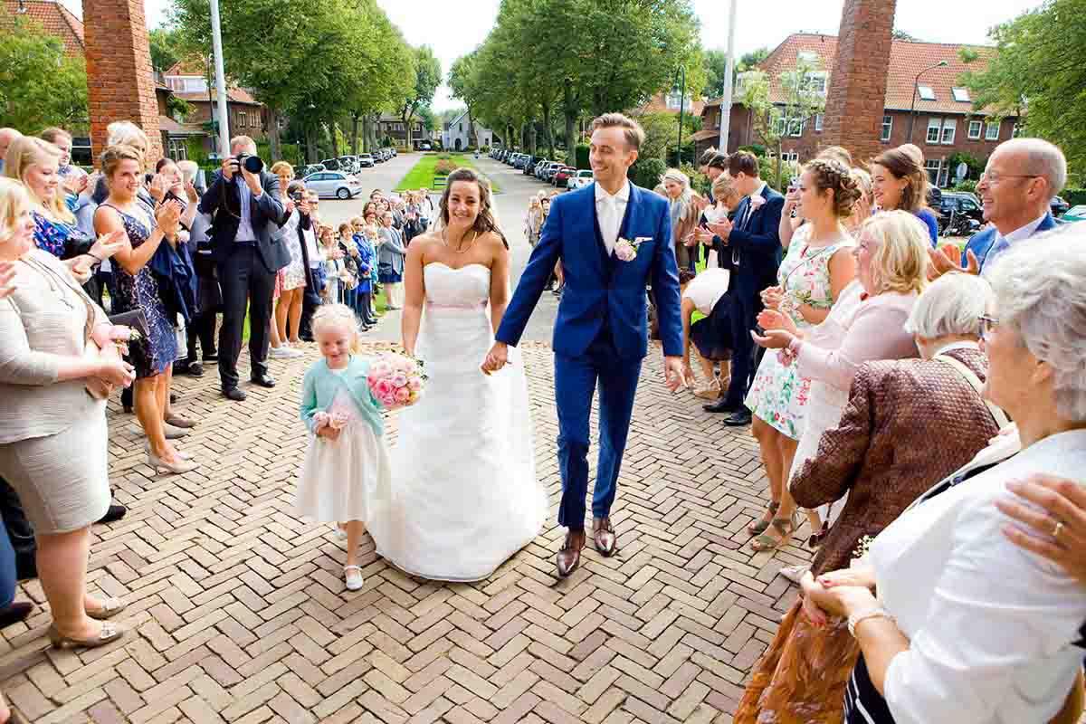 Aankomst bruidspaar erehaag bruiloft Raadhuis Leidschendam