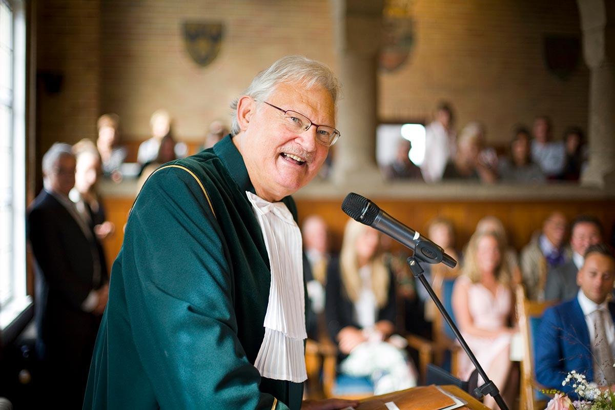 Trouwambtenaar BABS Hans Matla ceremonie bruiloft Raadhuis Leidschendam