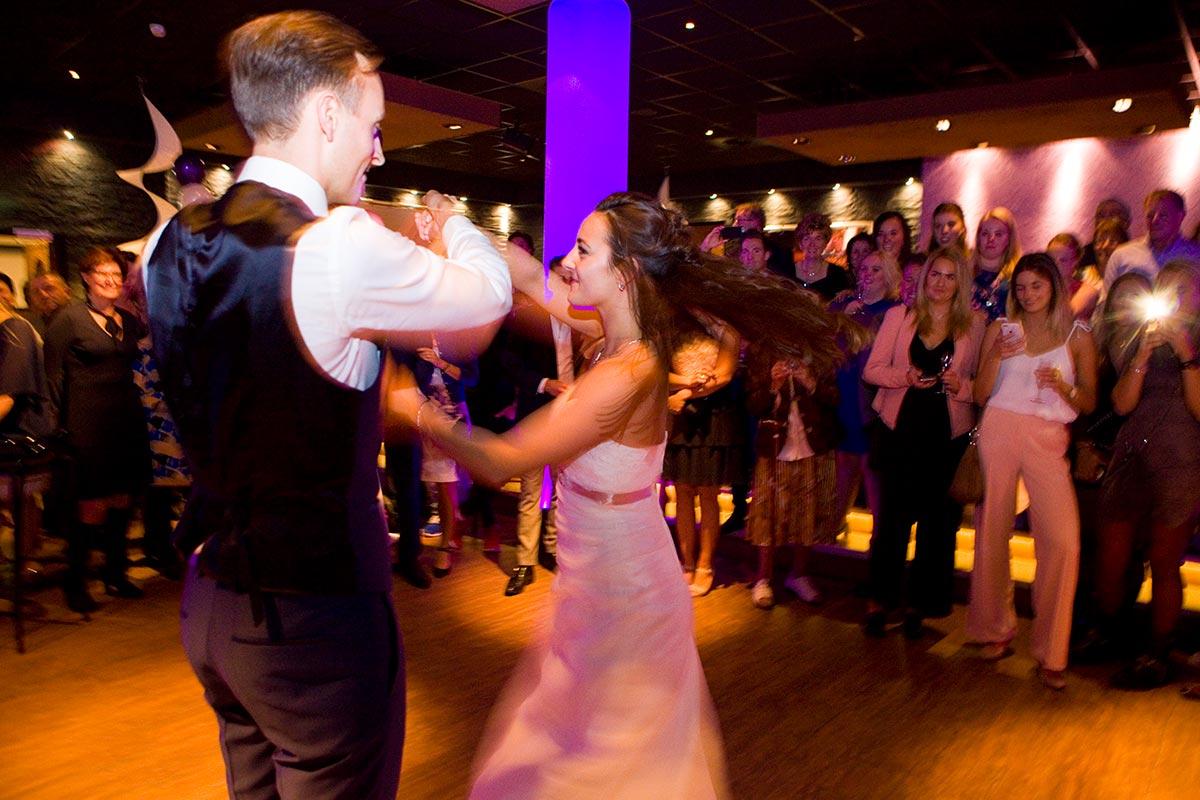 Eerste dans bruiloft trouwfeest binnen Witte Paard Nootdorp