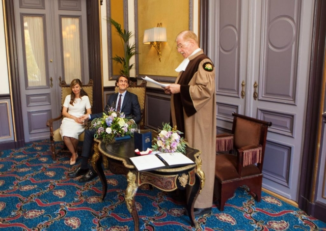 Ceremonie bruiloft in Van Brienenzaal Hotel Des Indes Den Haag Paul Just de la Passière