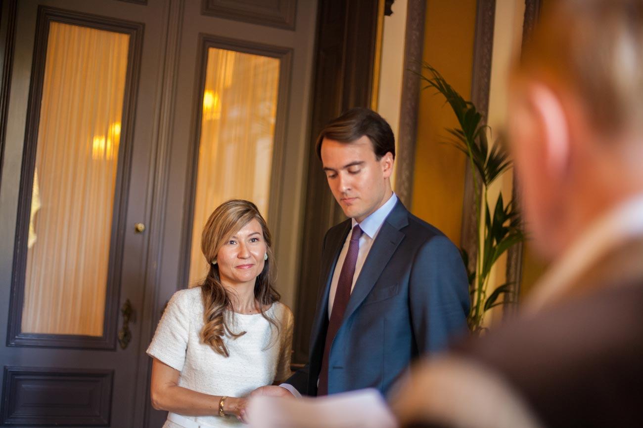 Jawoord ceremonie bruiloft in Van Brienenzaal Hotel Des Indes Den Haag